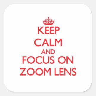 Guarde la calma y el foco en el zoom pegatina cuadrada