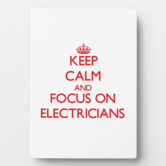Guarde la calma y el foco en ELECTRICISTAS