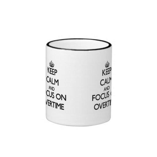 Guarde la calma y el foco en en horas extras tazas de café