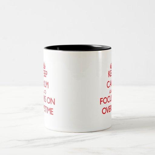 Guarde la calma y el foco en en horas extras tazas