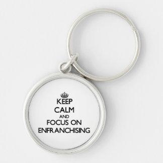 Guarde la calma y el foco en ENFRANCHISING Llaveros Personalizados