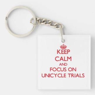 Guarde la calma y el foco en ensayos del Unicycle Llavero