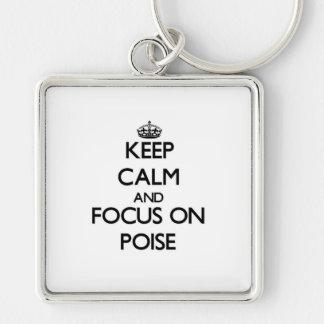 Guarde la calma y el foco en equilibrio llavero
