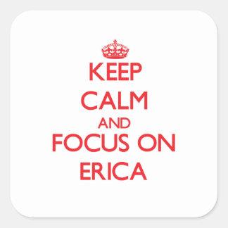 Guarde la calma y el foco en Erica Pegatina Cuadrada