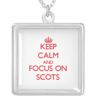 Guarde la calma y el foco en escocés grimpolas personalizadas