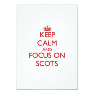 Guarde la calma y el foco en escocés invitación personalizada