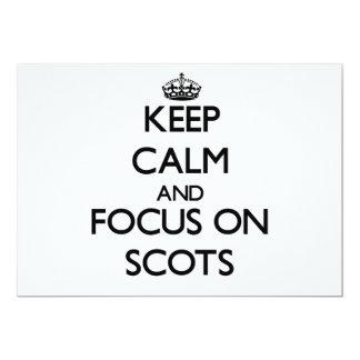 Guarde la calma y el foco en escocés invitaciones personalizada