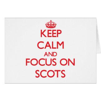 Guarde la calma y el foco en escocés tarjetas