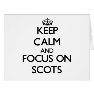 Guarde la calma y el foco en escocés tarjeton