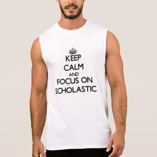 Guarde la calma y el foco en escolástico camiseta sin mangas