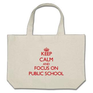 Guarde la calma y el foco en escuela pública bolsa