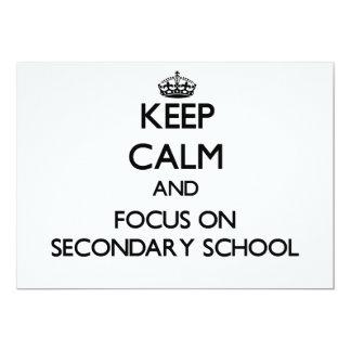 Guarde la calma y el foco en escuela secundaria invitación 12,7 x 17,8 cm