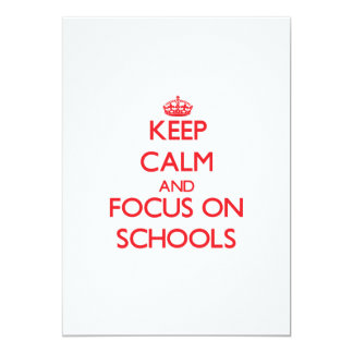 """Guarde la calma y el foco en escuelas invitación 5"""" x 7"""""""
