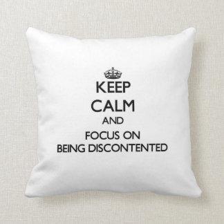 Guarde la calma y el foco en estar descontento almohadas