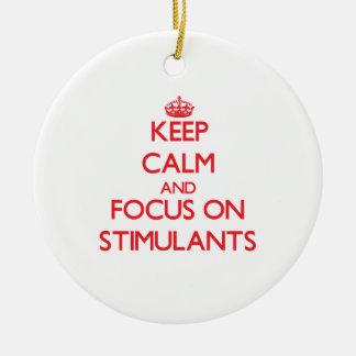 Guarde la calma y el foco en estimulantes adorno navideño redondo de cerámica