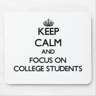 Guarde la calma y el foco en estudiantes universit alfombrilla de ratones