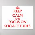 Guarde la calma y el foco en estudios sociales poster