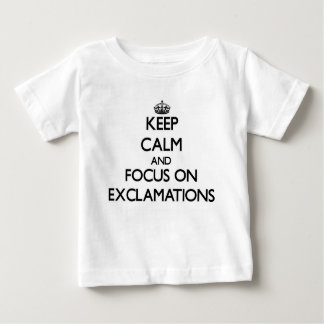 Guarde la calma y el foco en EXCLAMACIONES Camisetas