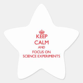 Guarde la calma y el foco en experimentos de la calcomania forma de estrella