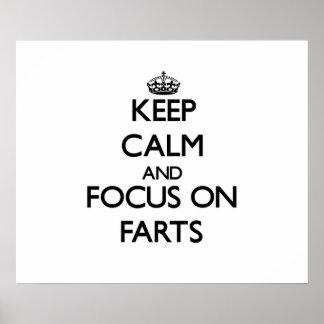 Guarde la calma y el foco en Farts Póster