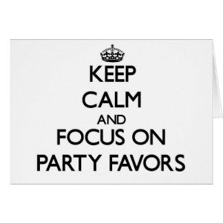 Guarde la calma y el foco en favores de fiesta tarjetas