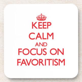 Guarde la calma y el foco en Favoritism Posavasos