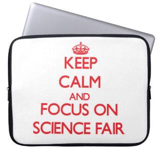 Guarde la calma y el foco en feria de ciencia mangas portátiles