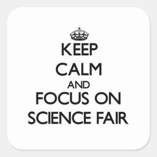 Guarde la calma y el foco en feria de ciencia pegatina cuadradas personalizadas