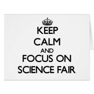 Guarde la calma y el foco en feria de ciencia tarjeta de felicitación grande