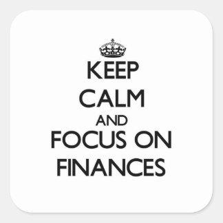 Guarde la calma y el foco en finanzas pegatina cuadrada