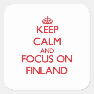 Guarde la calma y el foco en Finlandia Calcomanía Cuadrada Personalizada