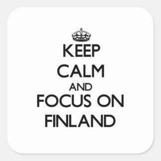 Guarde la calma y el foco en Finlandia Calcomanías Cuadradases