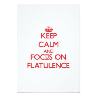 """Guarde la calma y el foco en flatulencia invitación 5"""" x 7"""""""