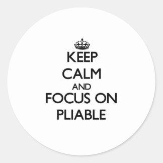 Guarde la calma y el foco en flexible pegatina redonda