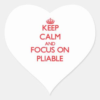 Guarde la calma y el foco en flexible pegatina en forma de corazón