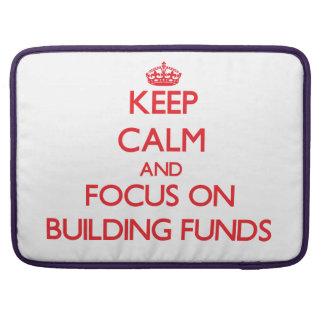 Guarde la calma y el foco en fondos del edificio funda macbook pro