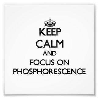 Guarde la calma y el foco en fosforescencia impresión fotográfica