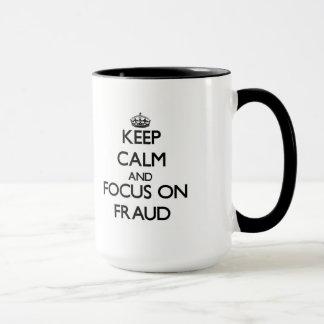 Guarde la calma y el foco en fraude taza