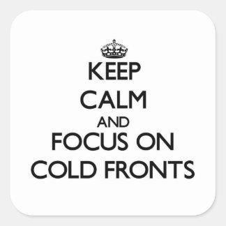 Guarde la calma y el foco en frentes fríos pegatina cuadrada