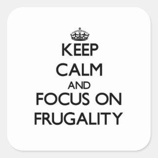 Guarde la calma y el foco en frugalidad calcomanía cuadradas personalizadas