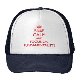 Guarde la calma y el foco en fundamentalistas gorro