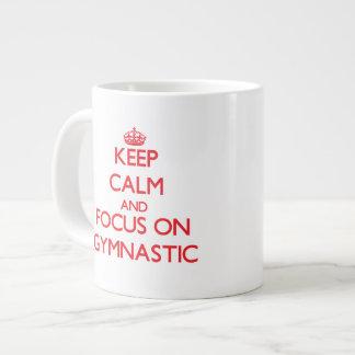 Guarde la calma y el foco en gimnástico taza jumbo