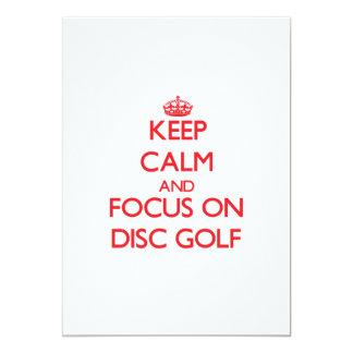 Guarde la calma y el foco en golf del disco invitación 12,7 x 17,8 cm