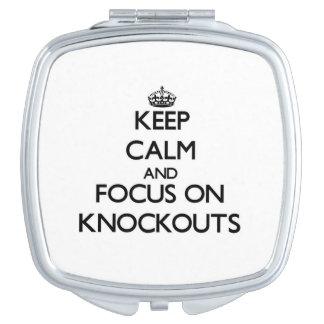 Guarde la calma y el foco en golpes de gracia espejo compacto