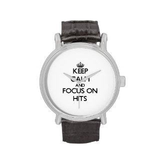 Guarde la calma y el foco en golpes reloj de mano