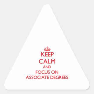 Guarde la calma y el foco en GRADOS de SOCIO Pegatina Triangular