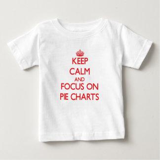Guarde la calma y el foco en gráficos circulares t shirt