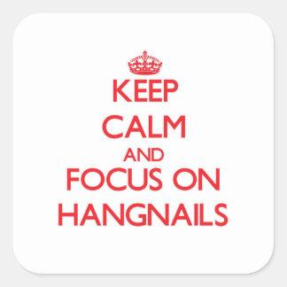 Guarde la calma y el foco en Hangnails Pegatina Cuadrada