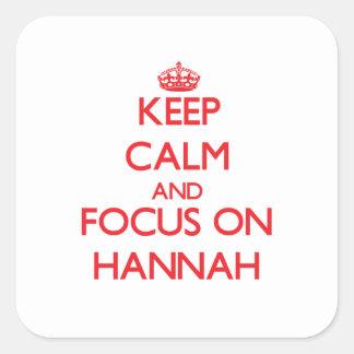 Guarde la calma y el foco en Hannah Pegatina Cuadrada