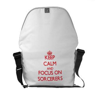 Guarde la calma y el foco en hechiceros bolsas de mensajeria